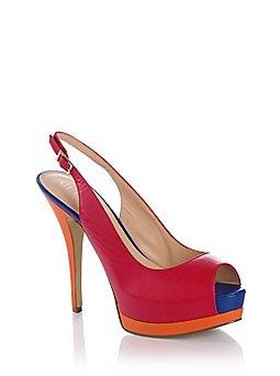 ... 255 × 342 in Sneakers ma non solo nella collezione di scarpe Guess