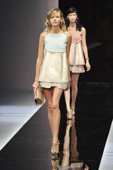 buy online 70c40 dcbe8 emporio-armani-collezione-donna-primavera-estate-2013 ...