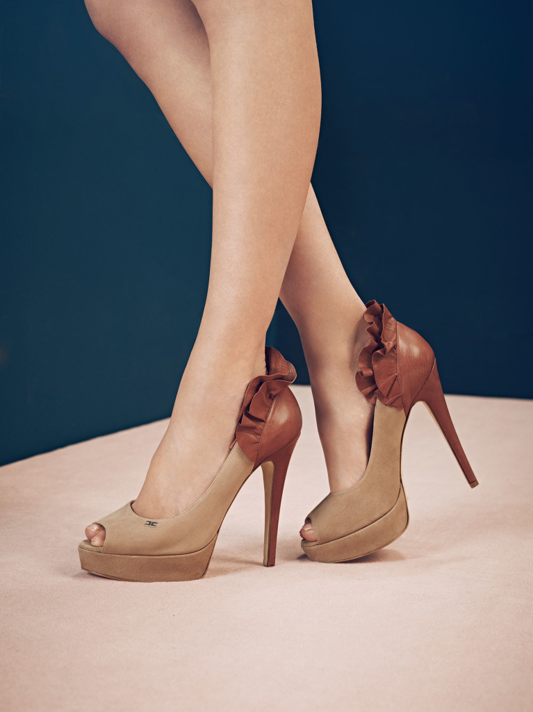 http://www.smodatamente.it/wp-content/uploads/2013/08/scarpe-elisabetta-franchi-autunno-inverno-2013-2014-4-767x1024.jpg