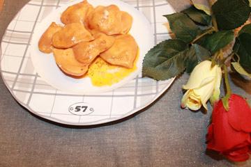 ricetta-ravioli-rossi-ripieni-crescenza-e-salmone