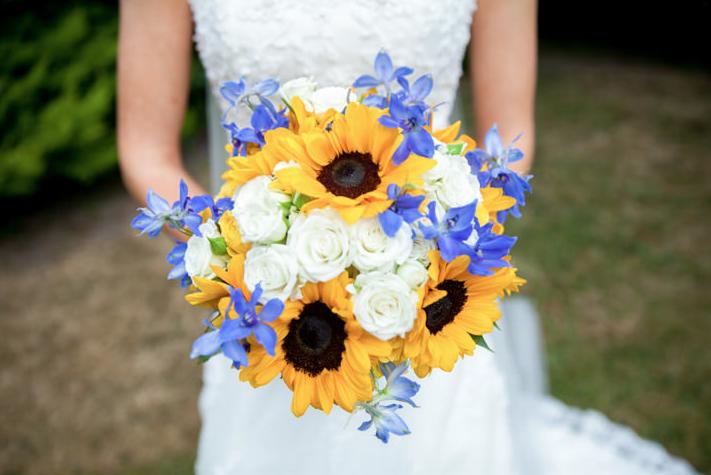 bouquet sposa girasoli rose bianche