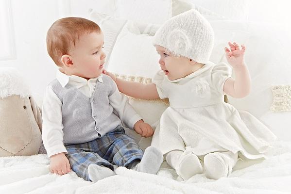 Scopri online la vasta gamma di abbigliamento per neonato da 0 a 3 anni: tantissimi capi invernali ed estivi firmati Prenatal per il tuo neonato.