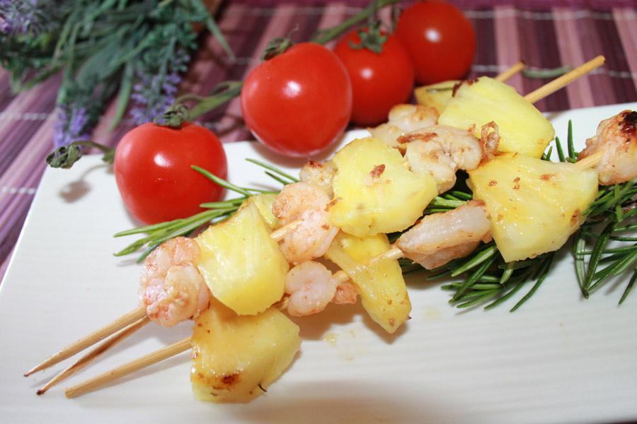 ricetta spiedini code di gamberi ananas al naturale cotti al forno