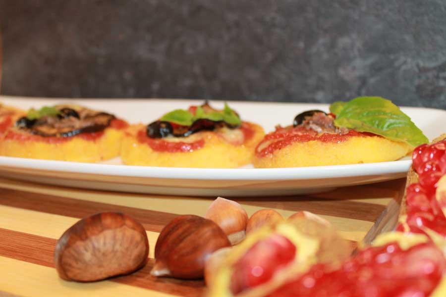 Ricetta pizzette di polenta con verdure e formaggi