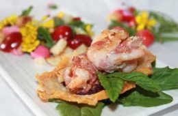 ricetta cialde di grattugiato fresco code di gamberoni insalata fiori edibili