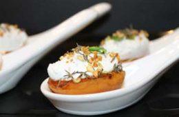Ricetta finger food albicocche e caprino con pistacchi e timo