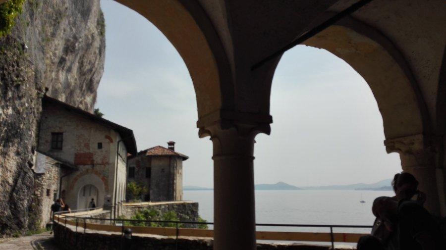 Eremo di Santa Caterina del Sasso vista Lago Maggiore