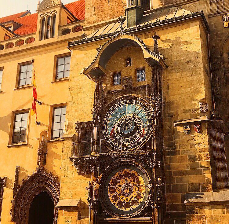 praga romantica torre orologio