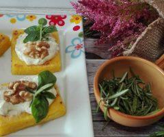 Ricetta quadrotti di polenta con noci e formaggio alle erbe