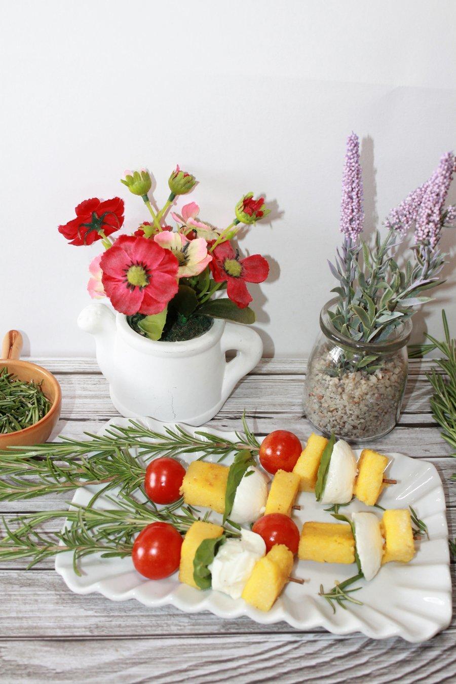 Ricetta spiedini di polenta con pomodorini e bufala