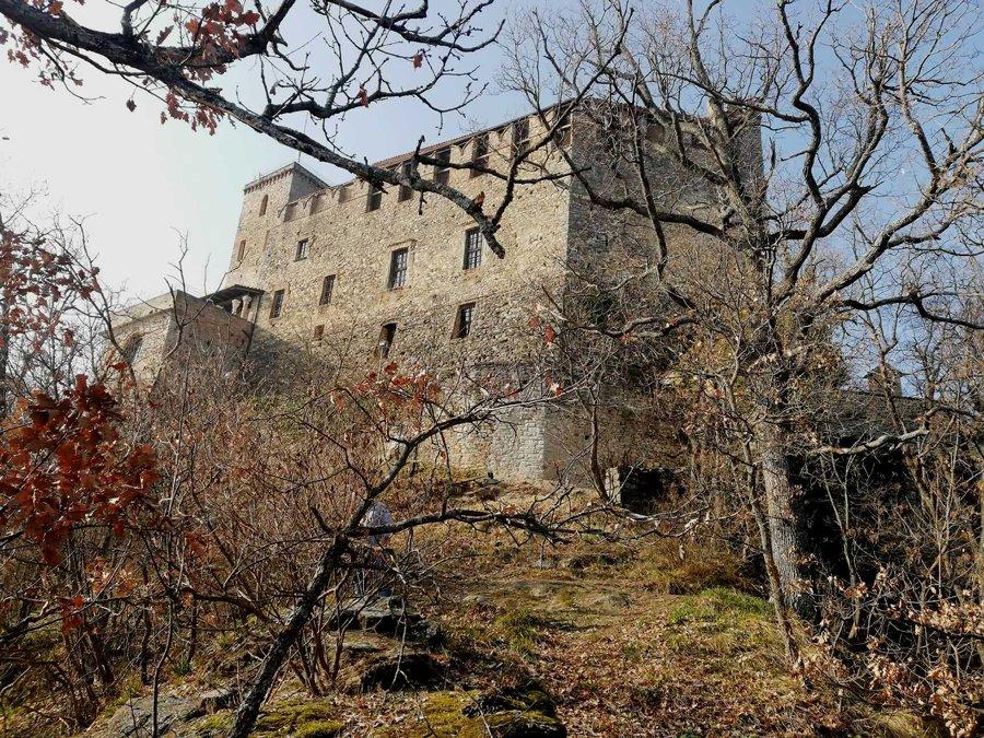 zavattarello gite fuori porta veduta castello dal verme